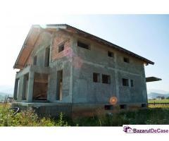 Vând casa în Cristian Brasov