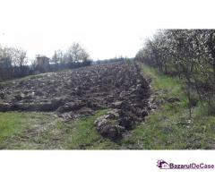Vind teren în Poiana lacului sat Paduroiu