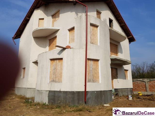 Casa la rosu langa pădurea Pasarea - 4/9
